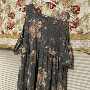 NWOT Charcoal Vintage Floral cold shoulder